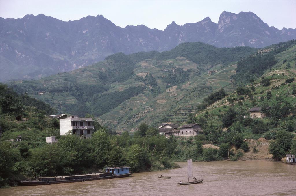 Stock Photo: 2003-602084 Yangtse River, Xiling Gorge, China