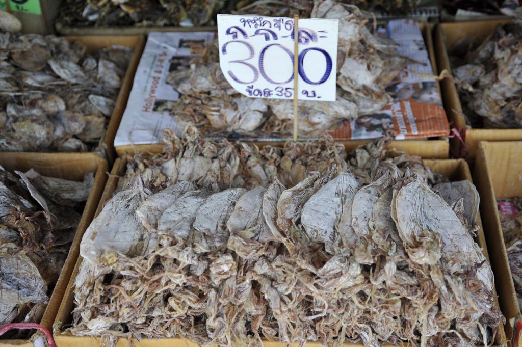 Stock Photo: 2003-602100 Seafood at a market stall, Bangkok, Thailand