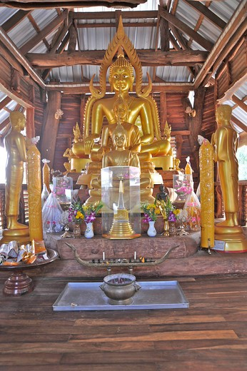Stock Photo: 2003-602134 Golden Buddha statue in a temple, Wat Srivichai, Nong Bua Lamphu, Thailand