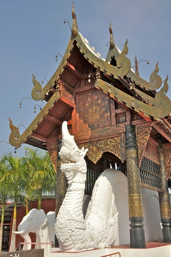 Stock Photo: 2003-602160 Dragon statue at the entrance gate of Royal Flora Ratchaphruek, Chiang Mai, Thailand
