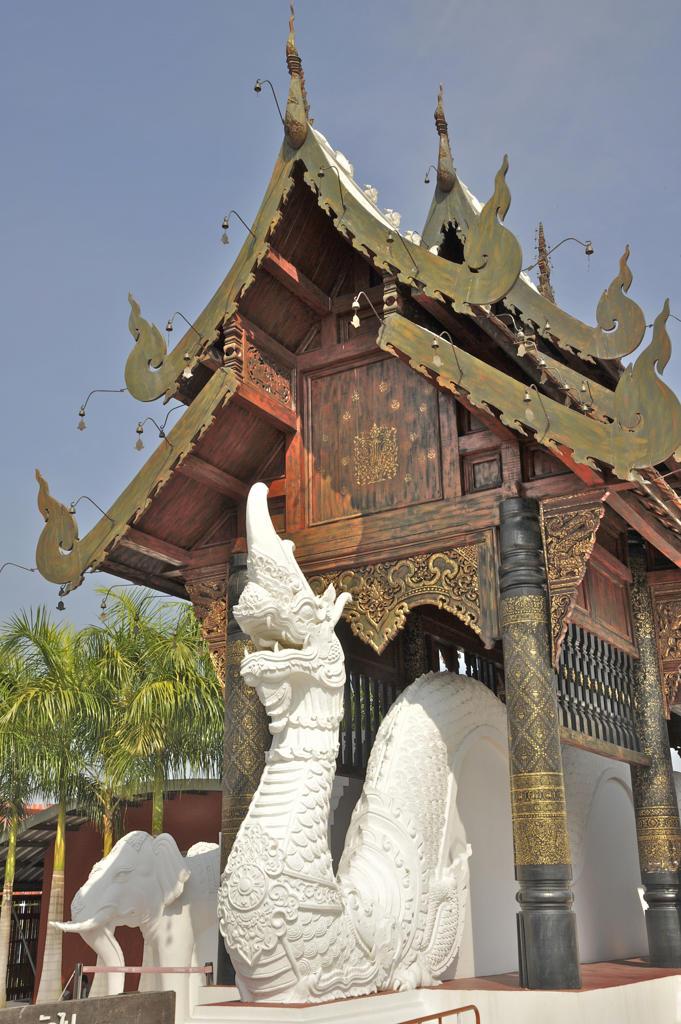 Dragon statue at the entrance gate of Royal Flora Ratchaphruek, Chiang Mai, Thailand : Stock Photo