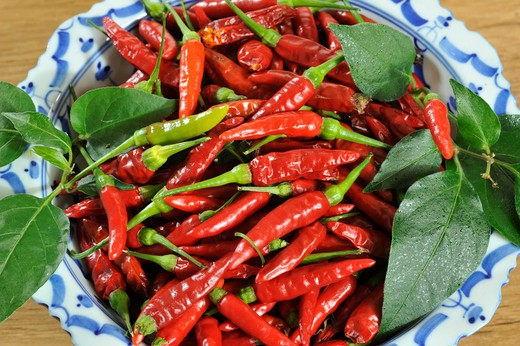 Stock Photo: 2003-602218 Red chili peppers in a basket
