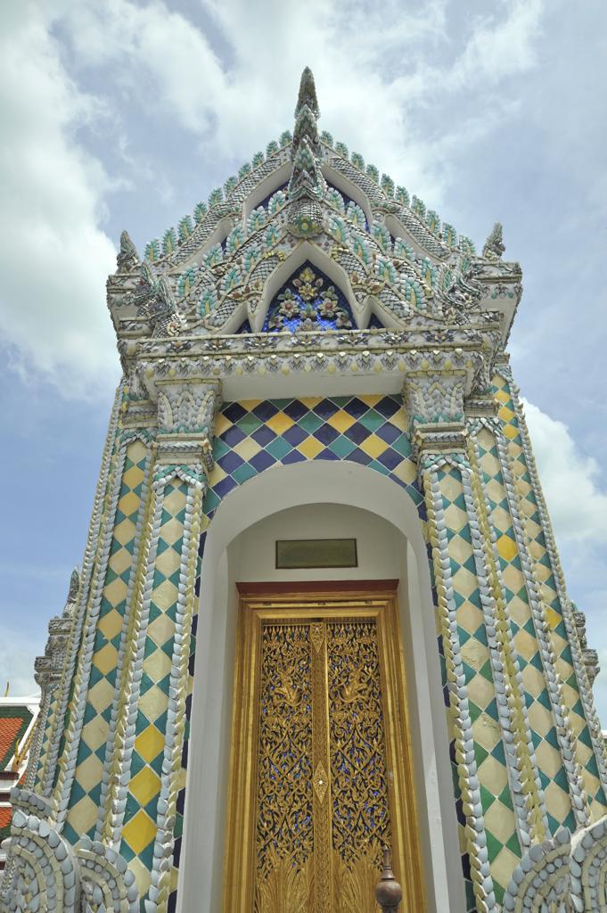 Stock Photo: 2003-602297 Architectural detail of a temple, Wat Phra Kaeo, Grand Palace, Bangkok, Thailand