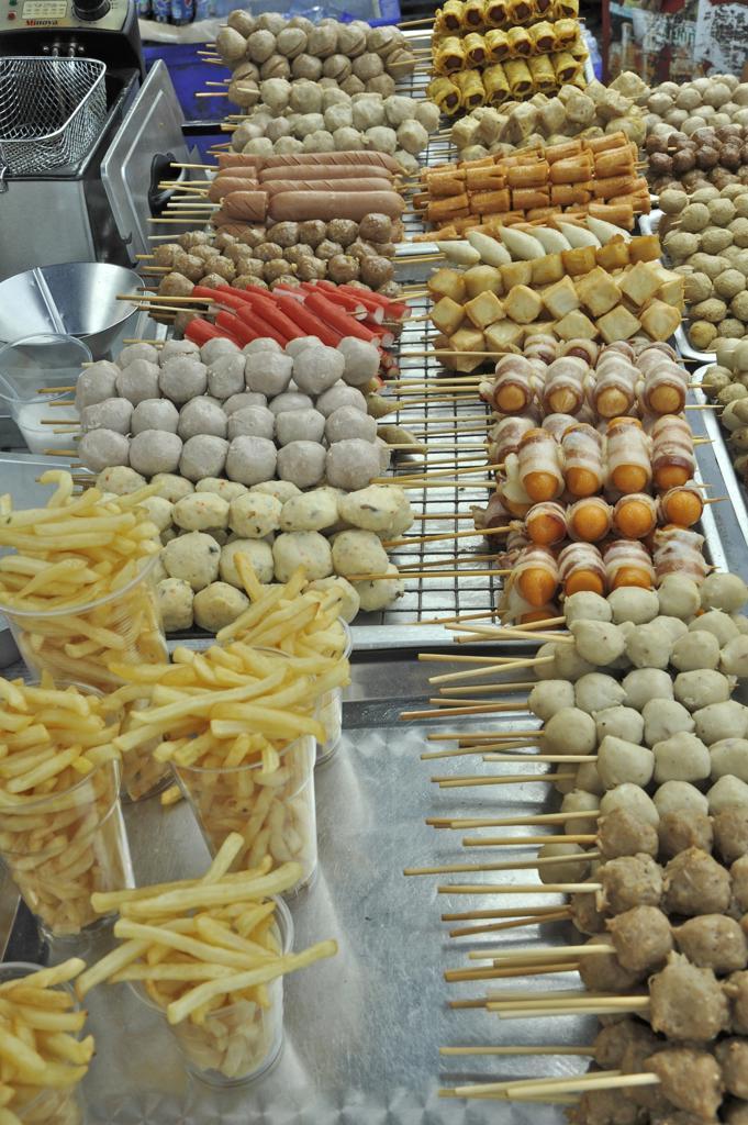Stock Photo: 2003-602352 Thai food at a market stall, Chatuchak Weekend Market, Bangkok, Thailand