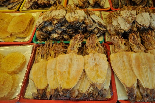 Stock Photo: 2003-602414 Thailand, Chonburi, Ban Saen, Nongmun, Rolled and dried Squid