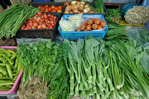 Thailand, Chonburi, Ban Saen, Long Bean (Vigna sesquipedalis), Chinese Kale (Brasica alboglabra) and Coriander (Coriandrum sativum) in market : Stock Photo