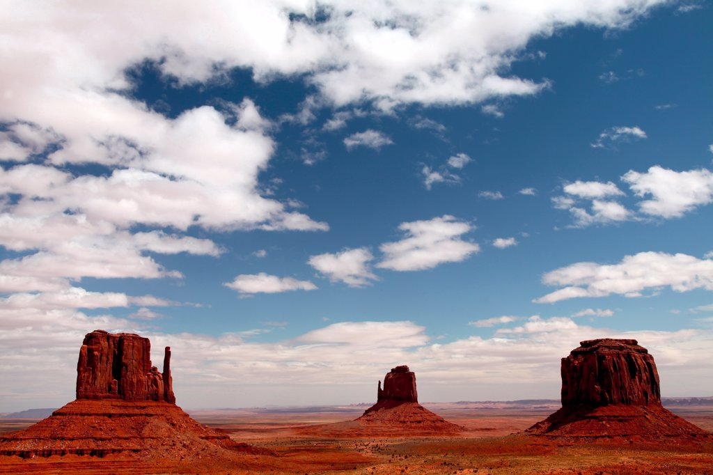 Stock Photo: 2005-594676 Clouds over buttes, Mitten Buttes, Monument Valley, Arizona, USA