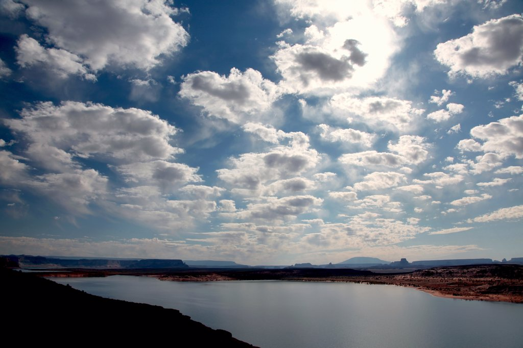 Stock Photo: 2005-594818 USA, Arizona, Glen Canyon National Recreation Area, Clouds above Lake Powell