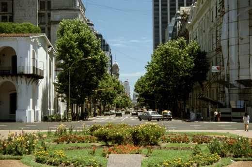 Stock Photo: 2014-342 Traffic on the road, Avenida de Mayo, Buenos Aires, Argentina