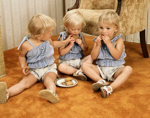 Stock Photo: 2016-582954 Triplets eating