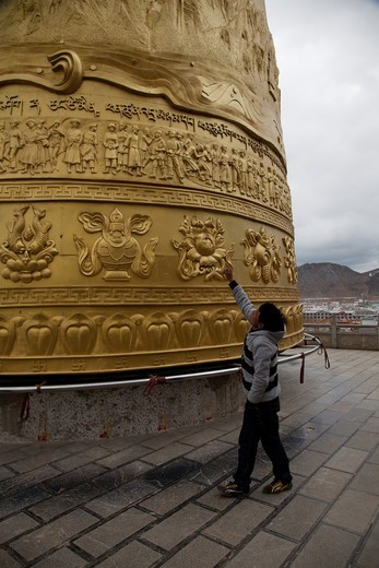 Stock Photo: 2032-600540 China, Yunnan, Shangrila, Large prayer wheel above old town