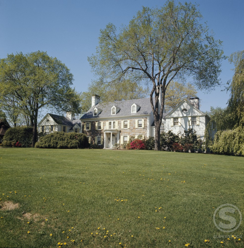 Stock Photo: 2050-452895 USA, New York, White Plains, house among trees