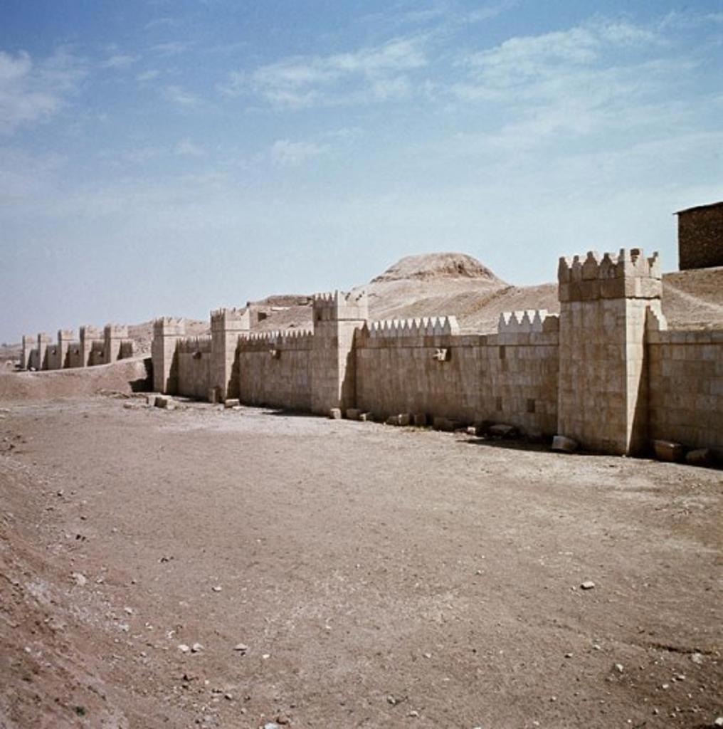Stock Photo: 2102-2553 Nineveh Ruins Iraq
