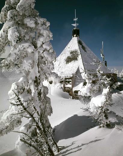 Snow covered lodge, Timberline Lodge, Mt Hood, Oregon, USA : Stock Photo