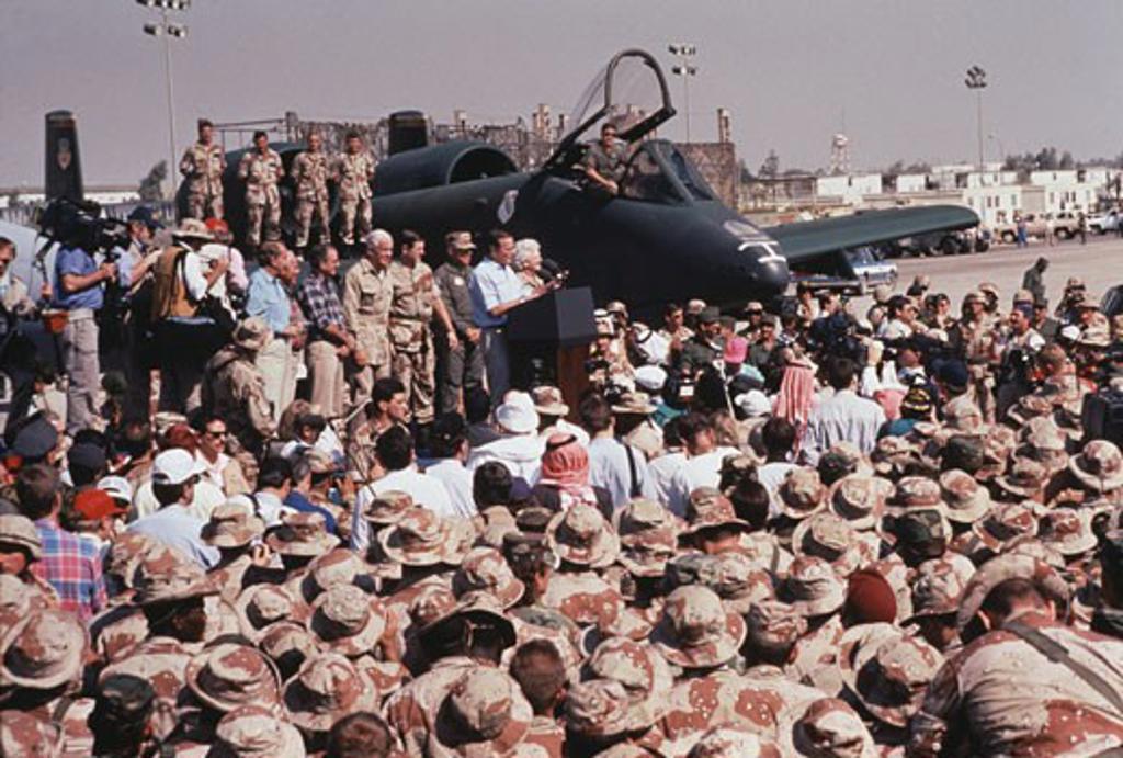 Stock Photo: 214-370 President Bush, During Thanksgiving Day Visit To U.S. Troops During Desert Shield, Saudi Arabia