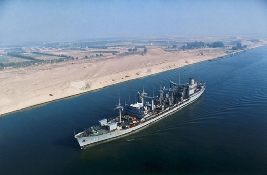 Egypt: The Fleet Oiler USS Neosho Transits the Suez Canal as it Travels to Support Operation Desert Shield : Stock Photo