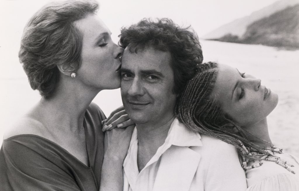 Stock Photo: 252-253 Julie Andrews, Dudley Moore and Bo Derek 