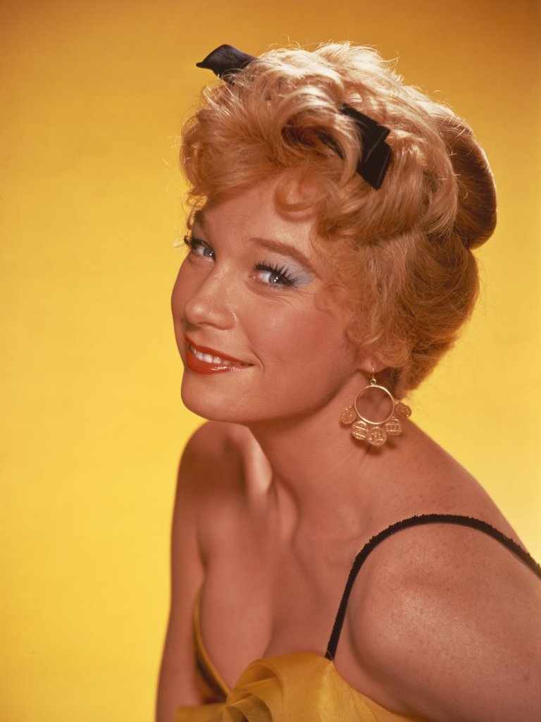 Stock Photo: 252-473 Shirley MacLaine