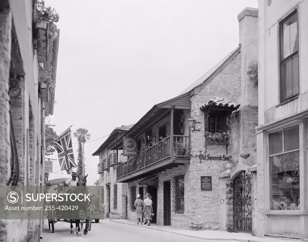Stock Photo: 255-420429 USA, Florida, St. Augustine, Old Spanish Inn on St. George Street, oldest business street in USA