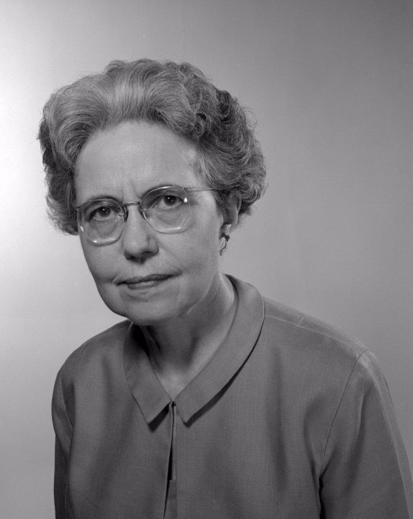 Portrait of senior woman wearing glasses : Stock Photo