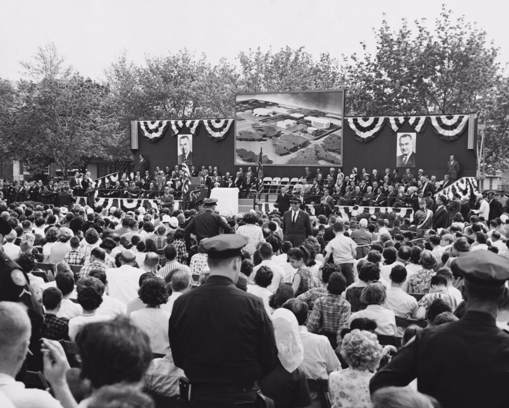 President Lyndon Baines Johnson speaking the dedication of the site of the John F. Kennedy Cultural Center,  New York, USA : Stock Photo