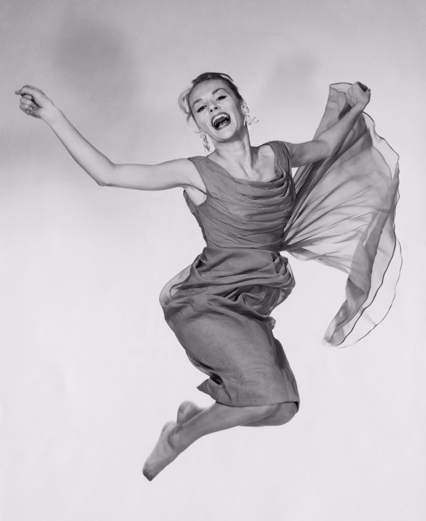 Stock Photo: 255-16118 Portrait of a young woman in mid-air
