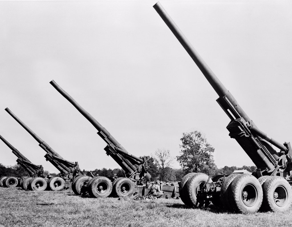 Stock Photo: 255-19534 Howitzers in a field, 155mm Howitzer M1A1, 1942