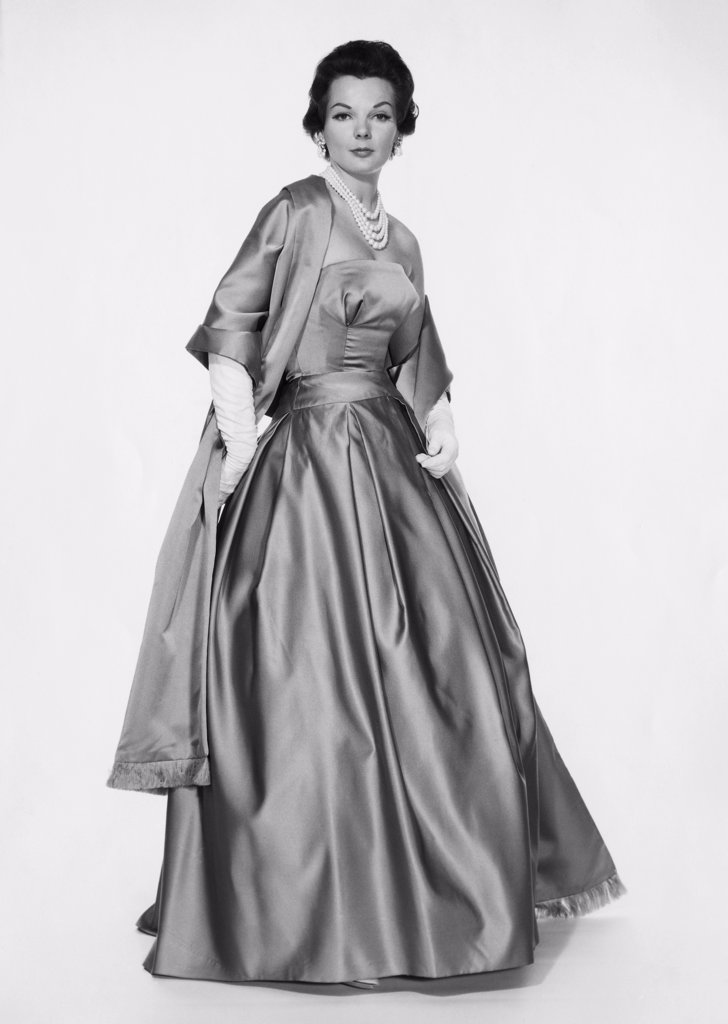 Stock Photo: 255-27234 Portrait of a young woman wearing an evening gown