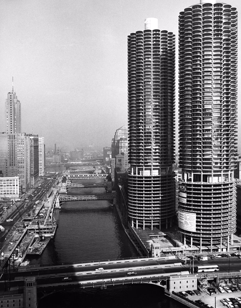 Stock Photo: 255-28846 USA, Illinois, Chicago, skyscrapers along Chicago River, 1950s