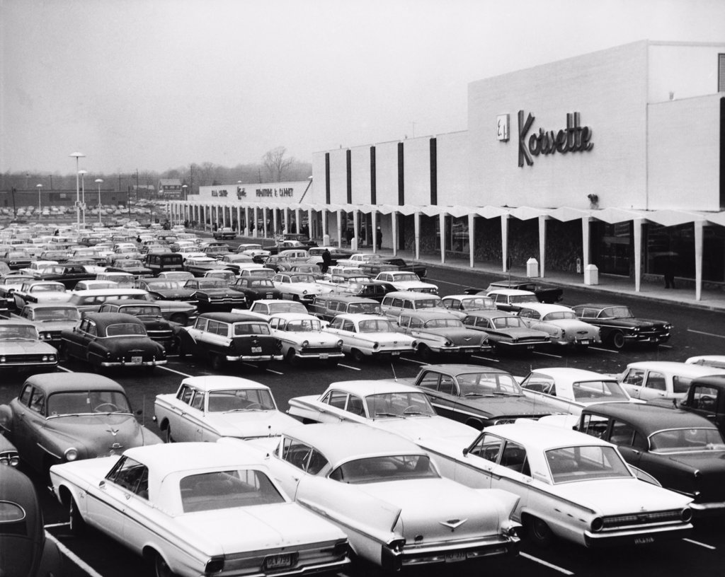 Stock Photo: 255-31778 Cars in a parking lot of a shopping center