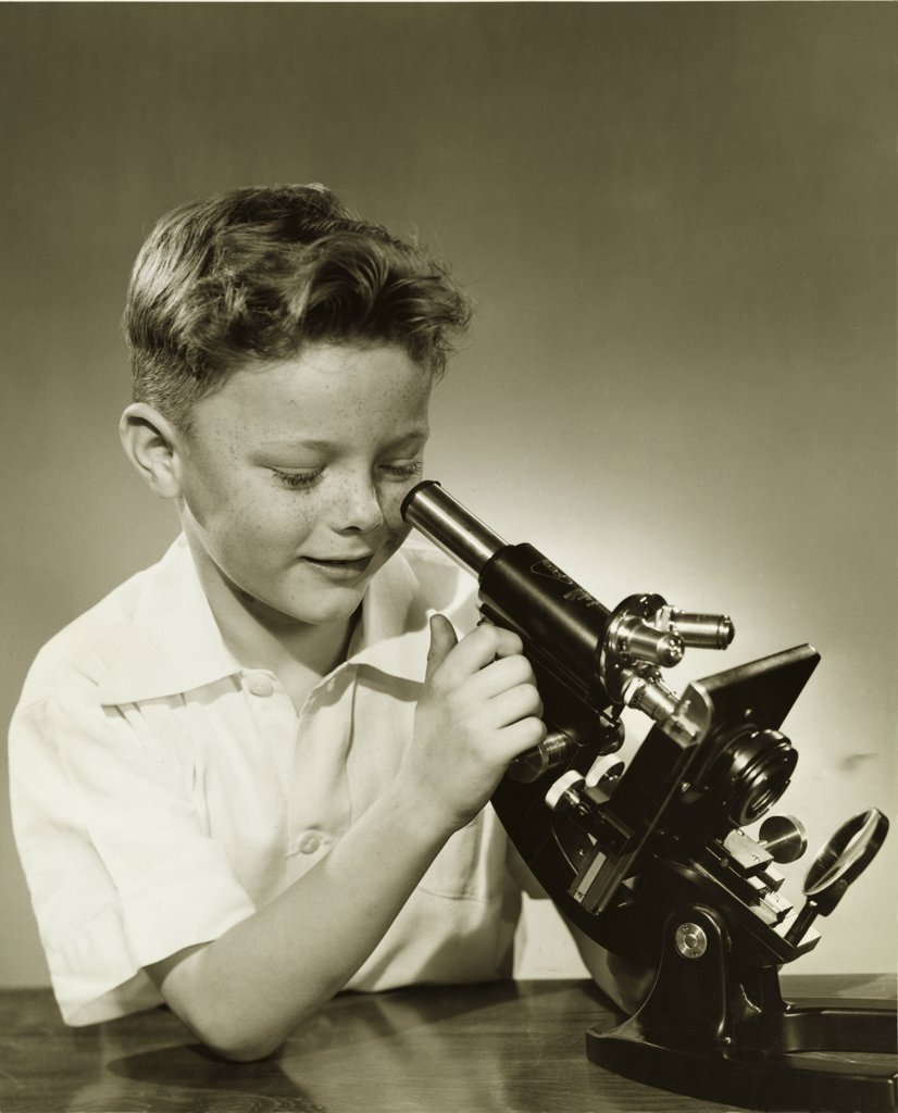 Stock Photo: 255-3200 Close-up of a boy looking through a microscope