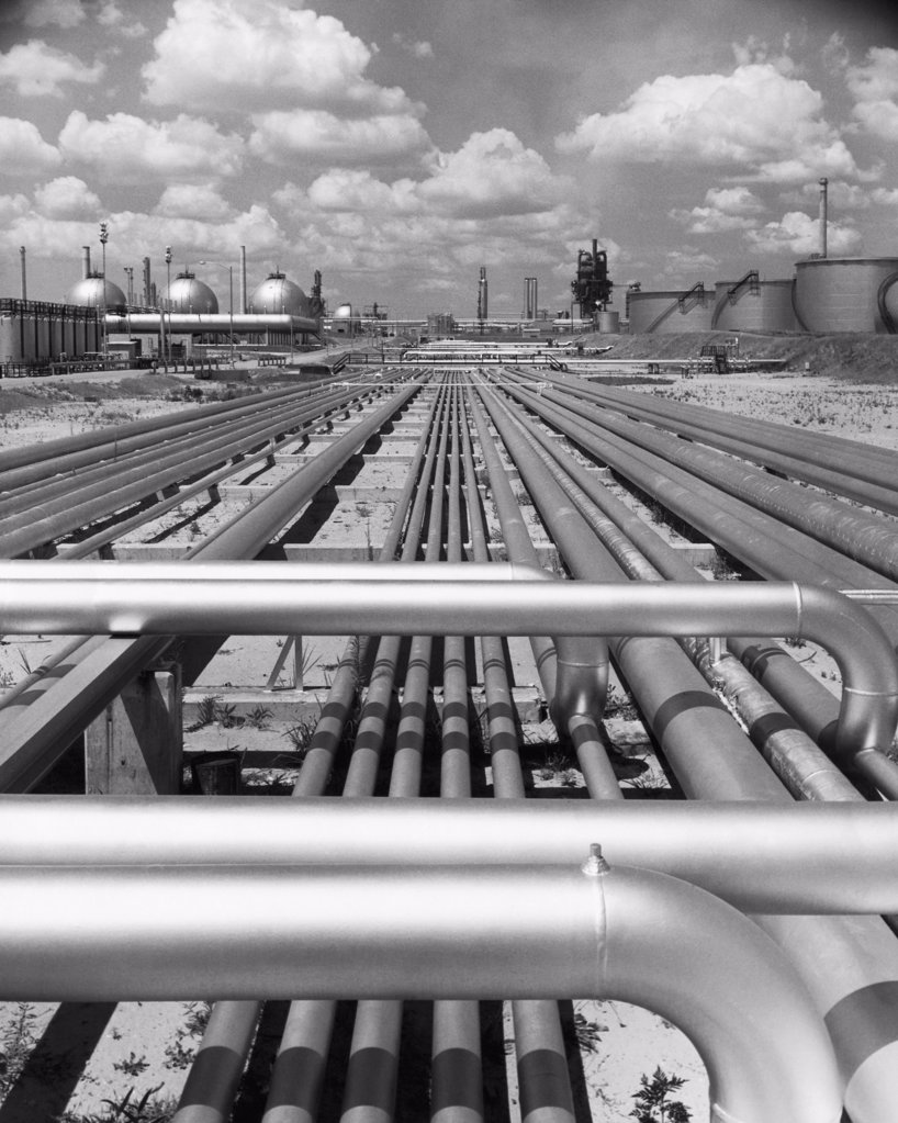 Stock Photo: 255-35612 Pipelines at an oil refinery, Tidewater Oil Company refinery, Delaware, USA
