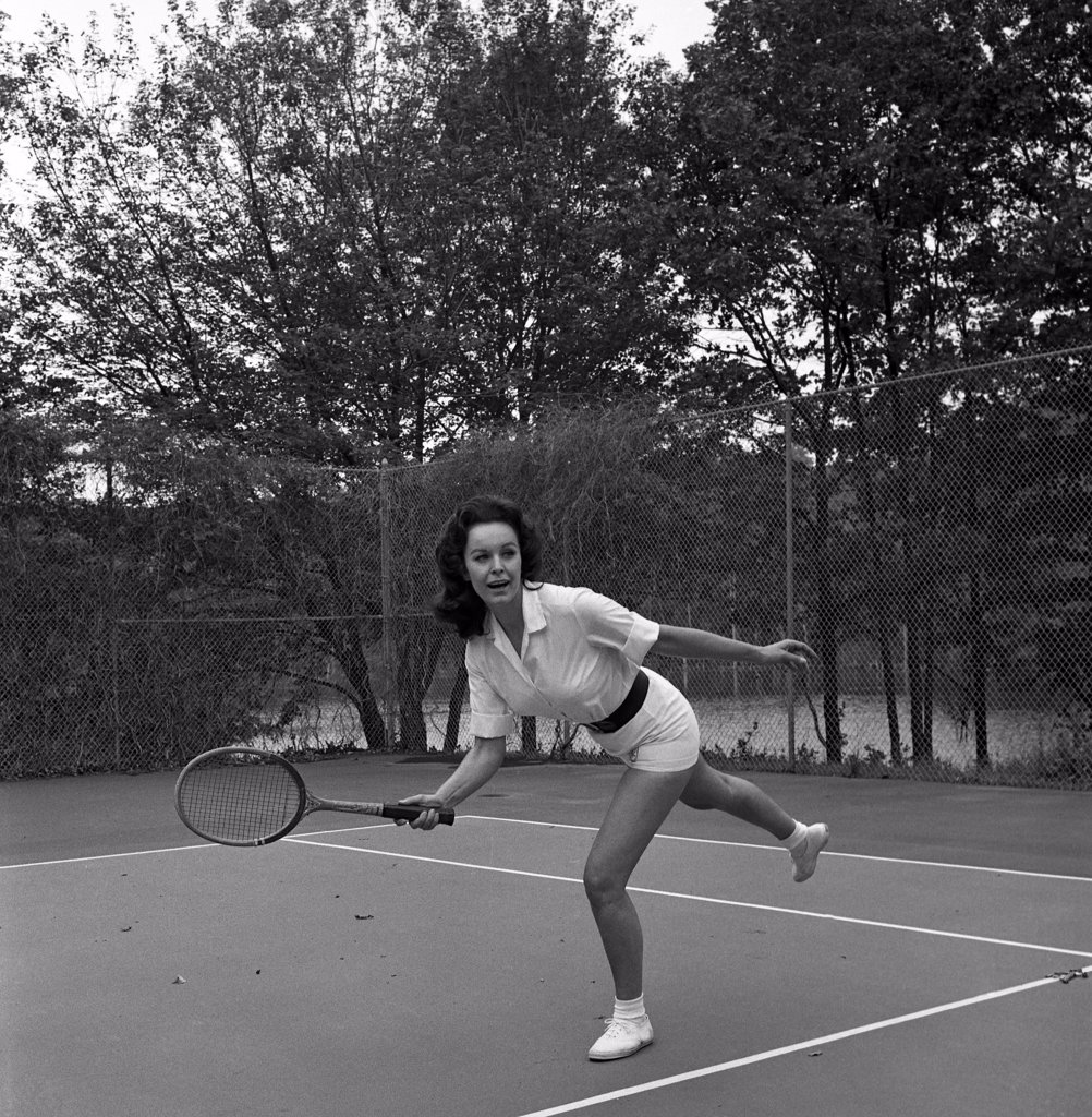 Stock Photo: 255-418140 Woman playing tennis