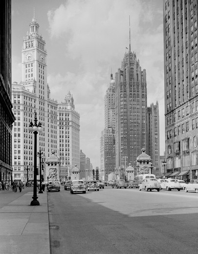 Stock Photo: 255-418537 USA, Illinois, Chicago, looking north on Michigan Avenue with Wrigley Building