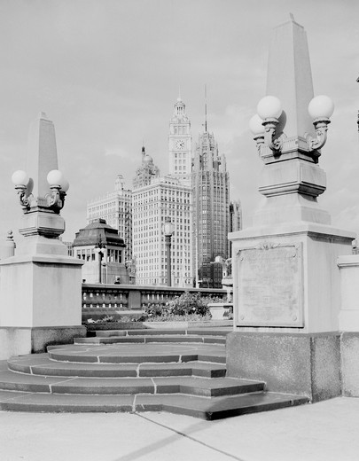 Stock Photo: 255-418538 USA, Illinois, Chicago, view of Wrigley Building from Wacker Drive