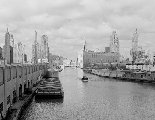 Stock Photo: 255-418919 USA, Illinois, Chicago, Chicago river, Wrigley building, Tribune tower, and Sheraton Hotel in background