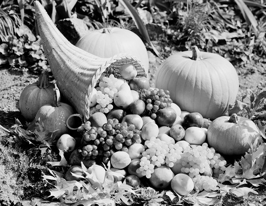 Stock Photo: 255-418940 Cornucopia with fruits and vegetables