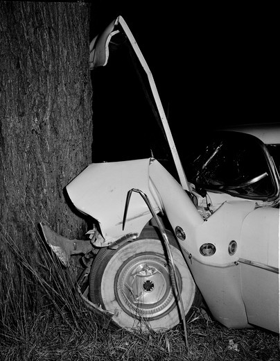 Stock Photo: 255-419493 Car crashed into tree