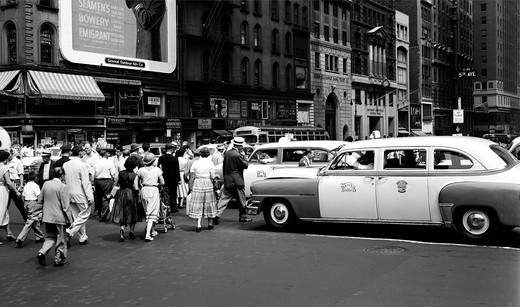 USA, New York State, New York City, Crowds crossing Fifth avenue at 42nd Street : Stock Photo