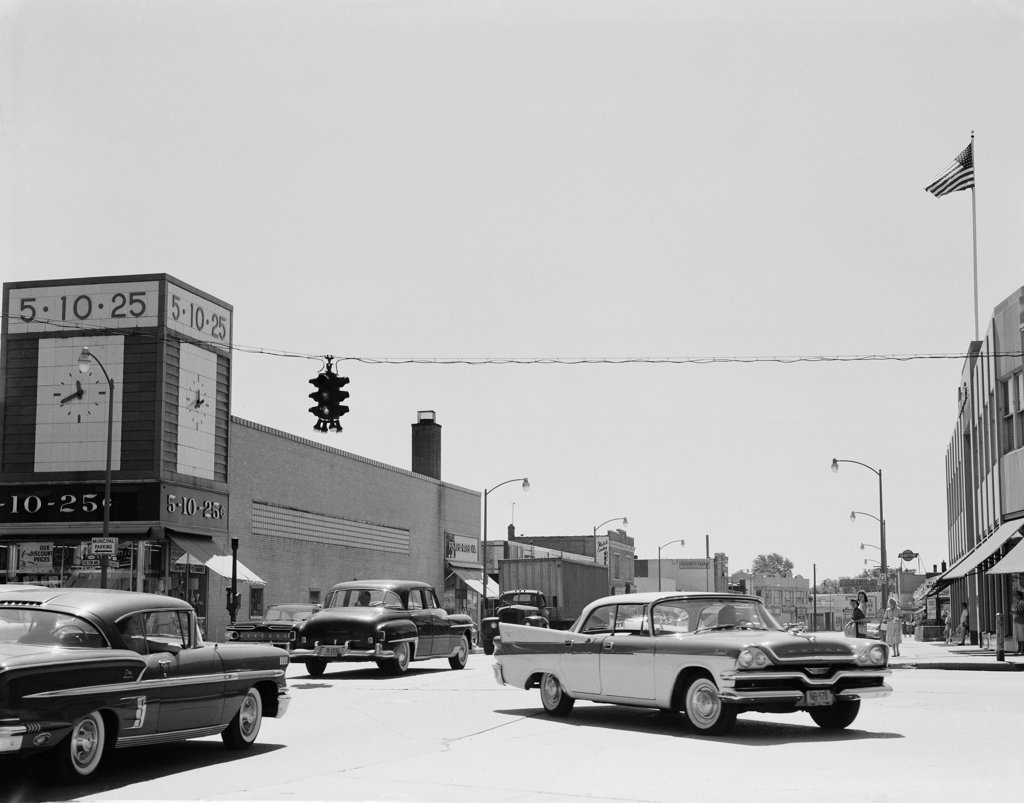 Stock Photo: 255-420615 USA, New York, Hempstead, cars on street
