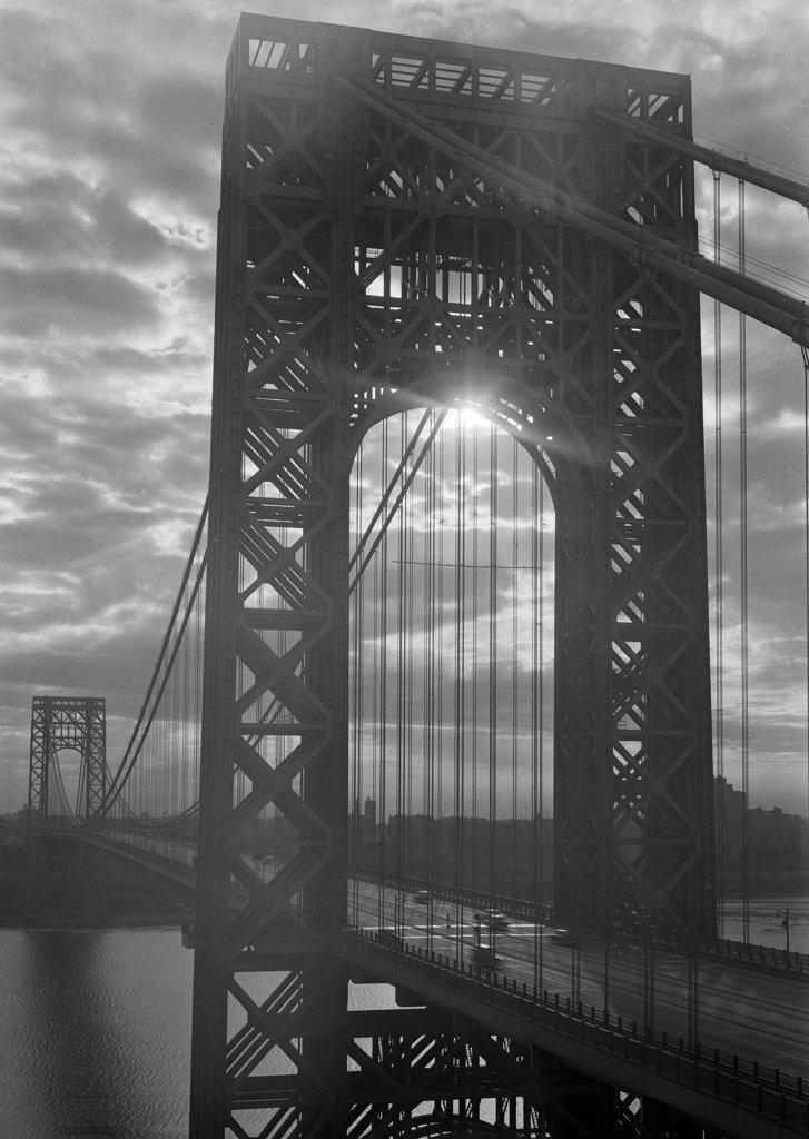 Stock Photo: 255-421229 USA, New York, New York City, George Washington Bridge at sunrise