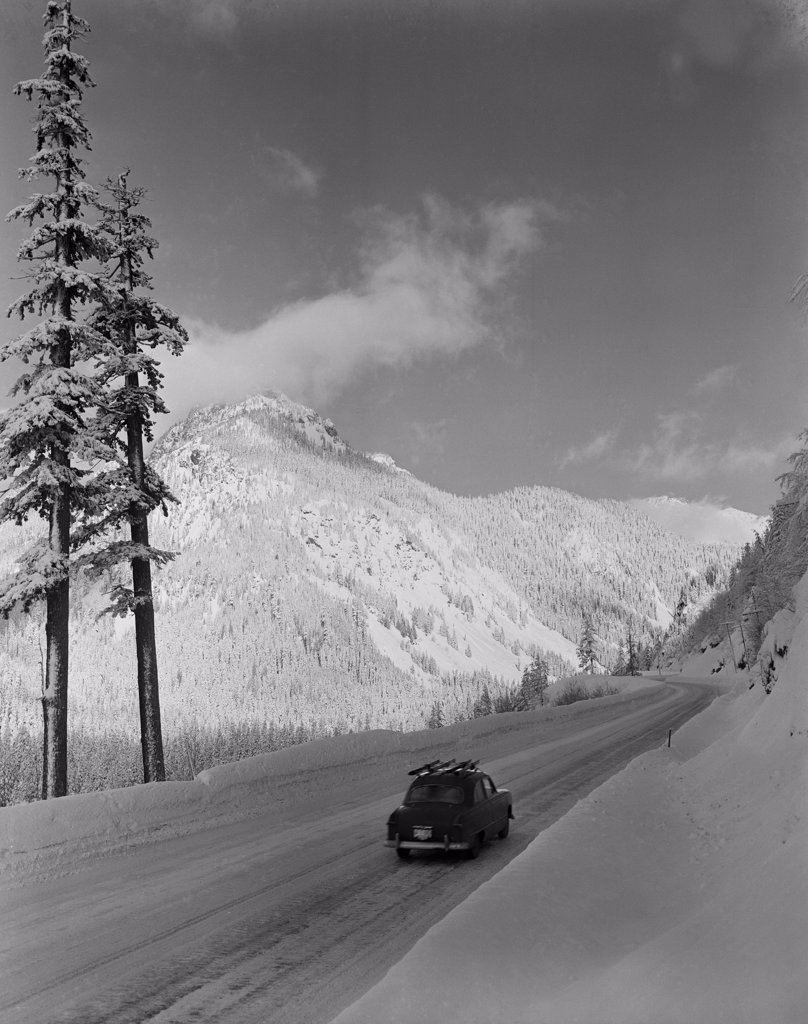 USA, Washington, US Highway 10 in winter,50 miles East of Seattle : Stock Photo