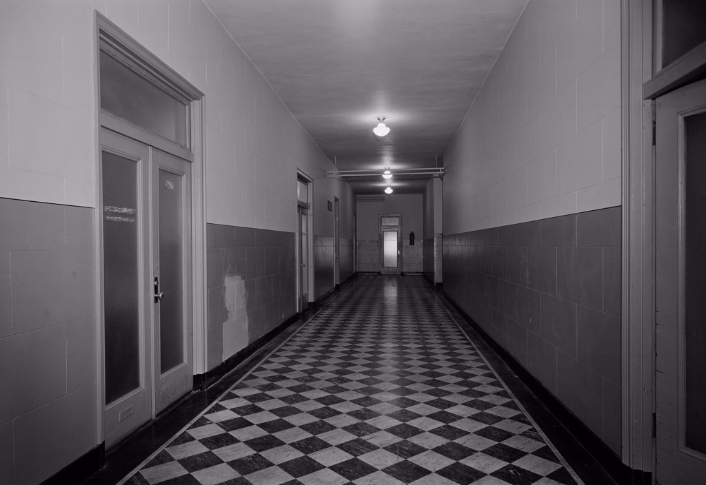 Stock Photo: 255-422300 Empty corridor