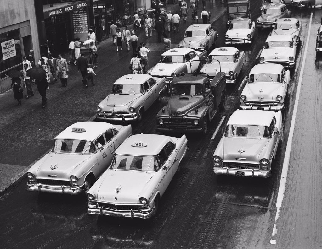 USA, New York City, rainy day traffic looking west from Park Avenue and 42nd Street : Stock Photo