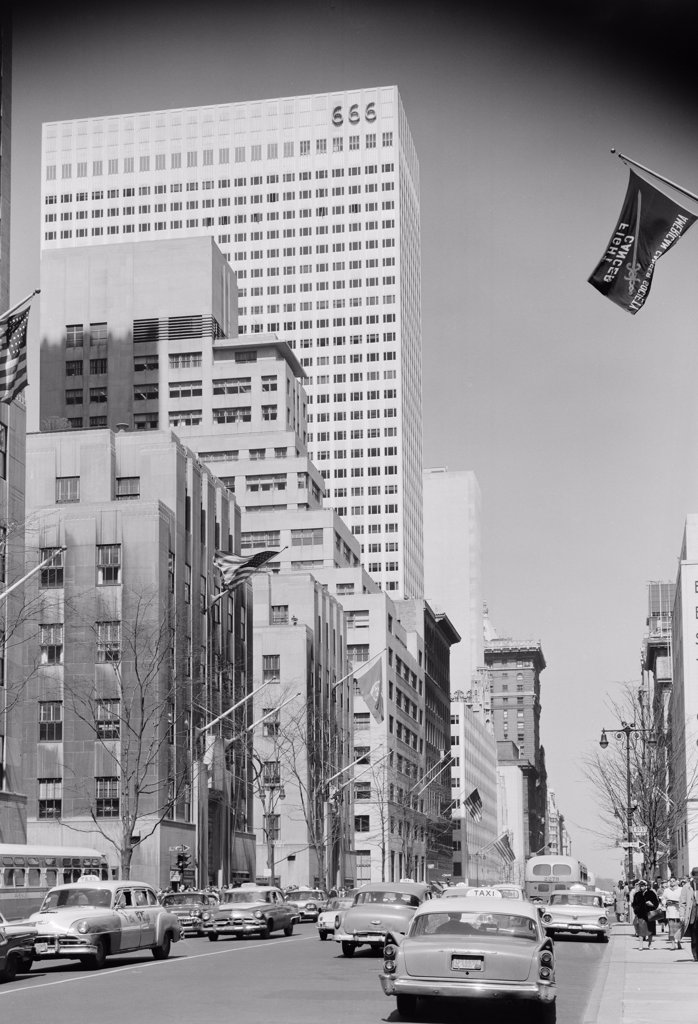 USA, New York State, New York City, Fifth Avenue with Tishman Building seen from 49th Street : Stock Photo