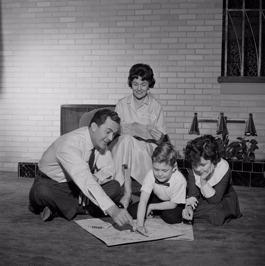 Stock Photo: 255-422675 Parents with kids looking at map