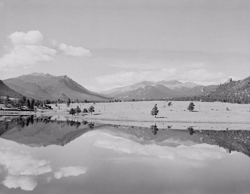 Stock Photo: 255-423068 USA, Colorado, Rocky Mountain National Park, Lake Estes