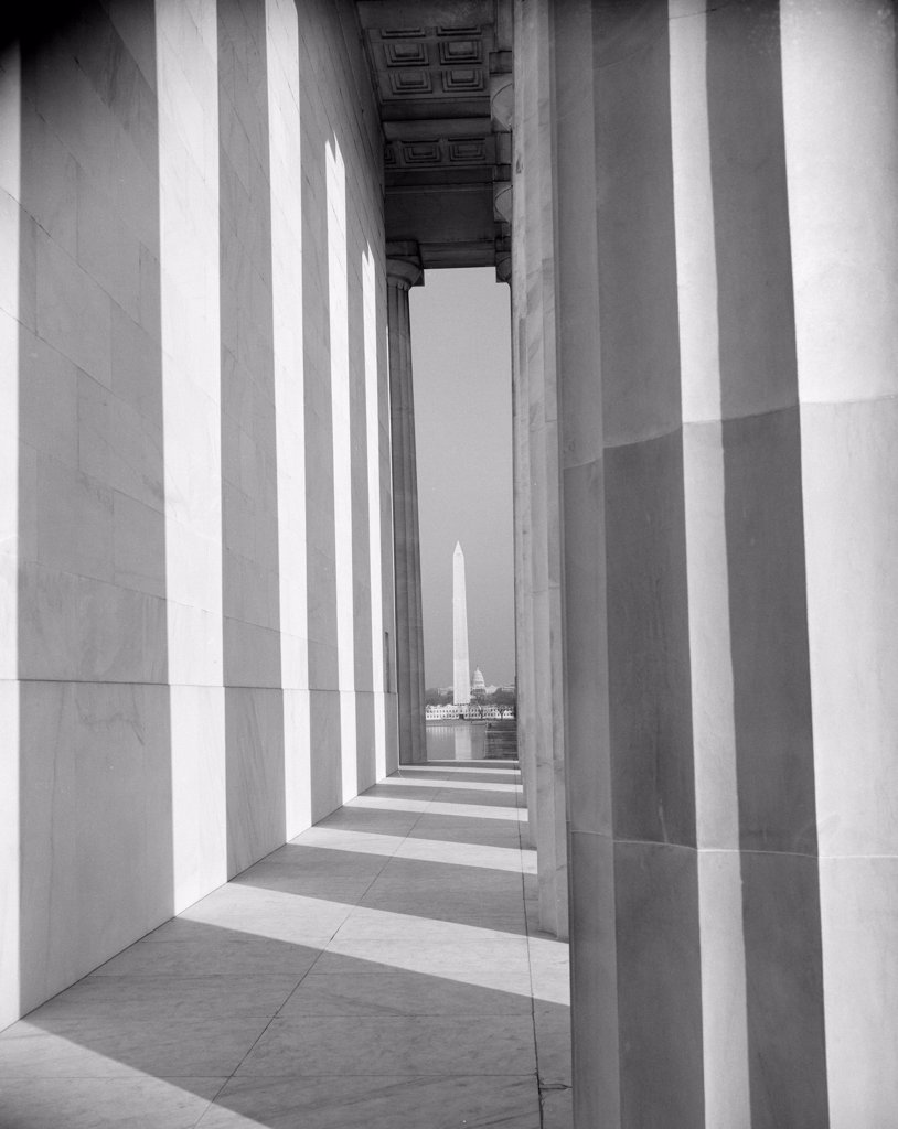 Stock Photo: 255-423199 USA, Washington DC, Washington Monument from Lincoln Memorial