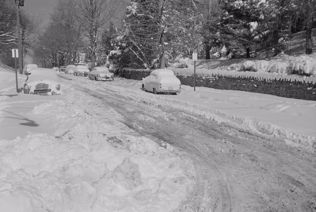 Stock Photo: 255-423409 USA, Pennsylvania, Jenkintown, Road covered in snow