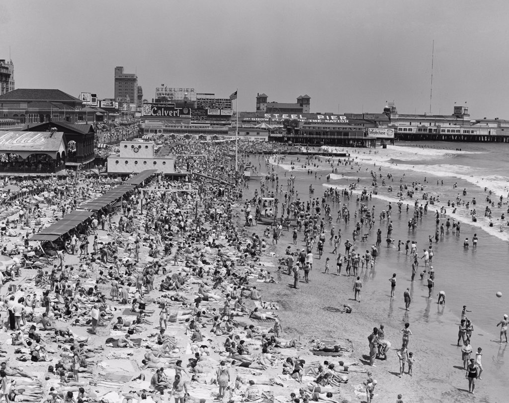 Stock Photo: 255-423525 USA, New Jersey, Atlantic City, crowded beach